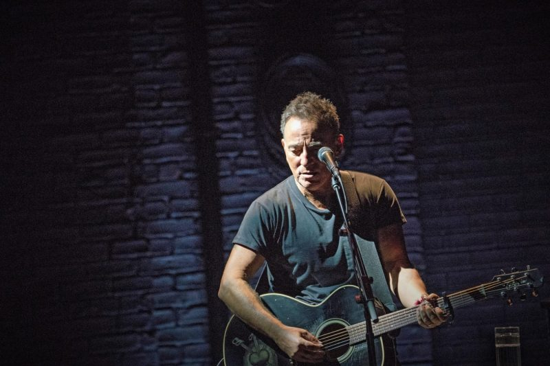 Springsteen-on-Broadway_1
