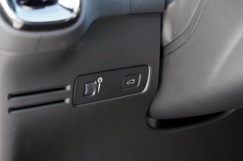 Volvo XC40 P8 Recharge lukeknapp